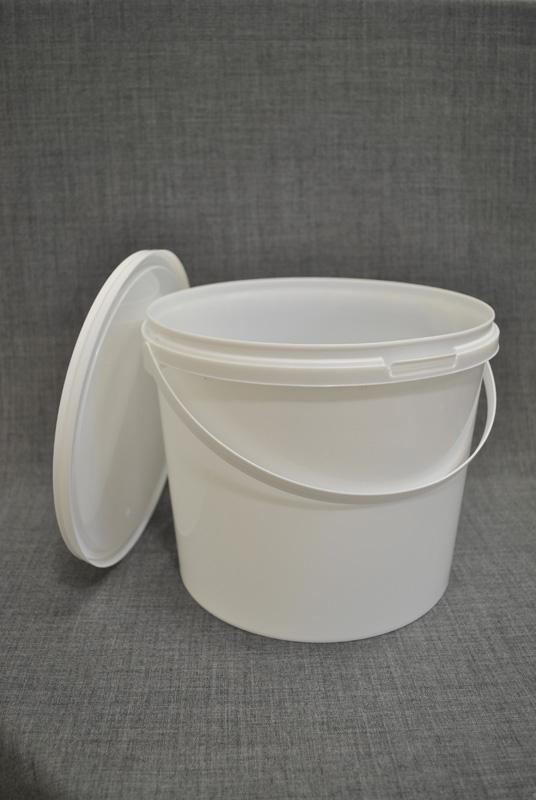 vedro-plastikovoe-5-l-s-kryshkoy-i-ruchkoy