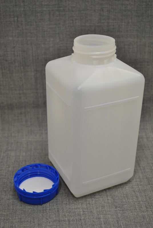 kanistra-plastikovaya-1-litr-kvadratnoj-formy`-s-kry`shkoj-i-kontrolem-pervogo-vskry`tiya