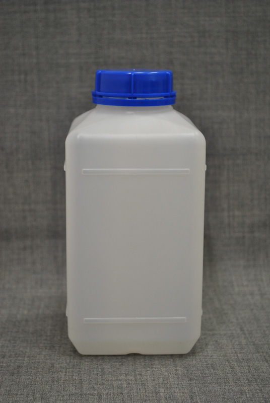 kanistra-plastikovaya-1-litr-kvadratnoj-formy`-s-kry`shkoj